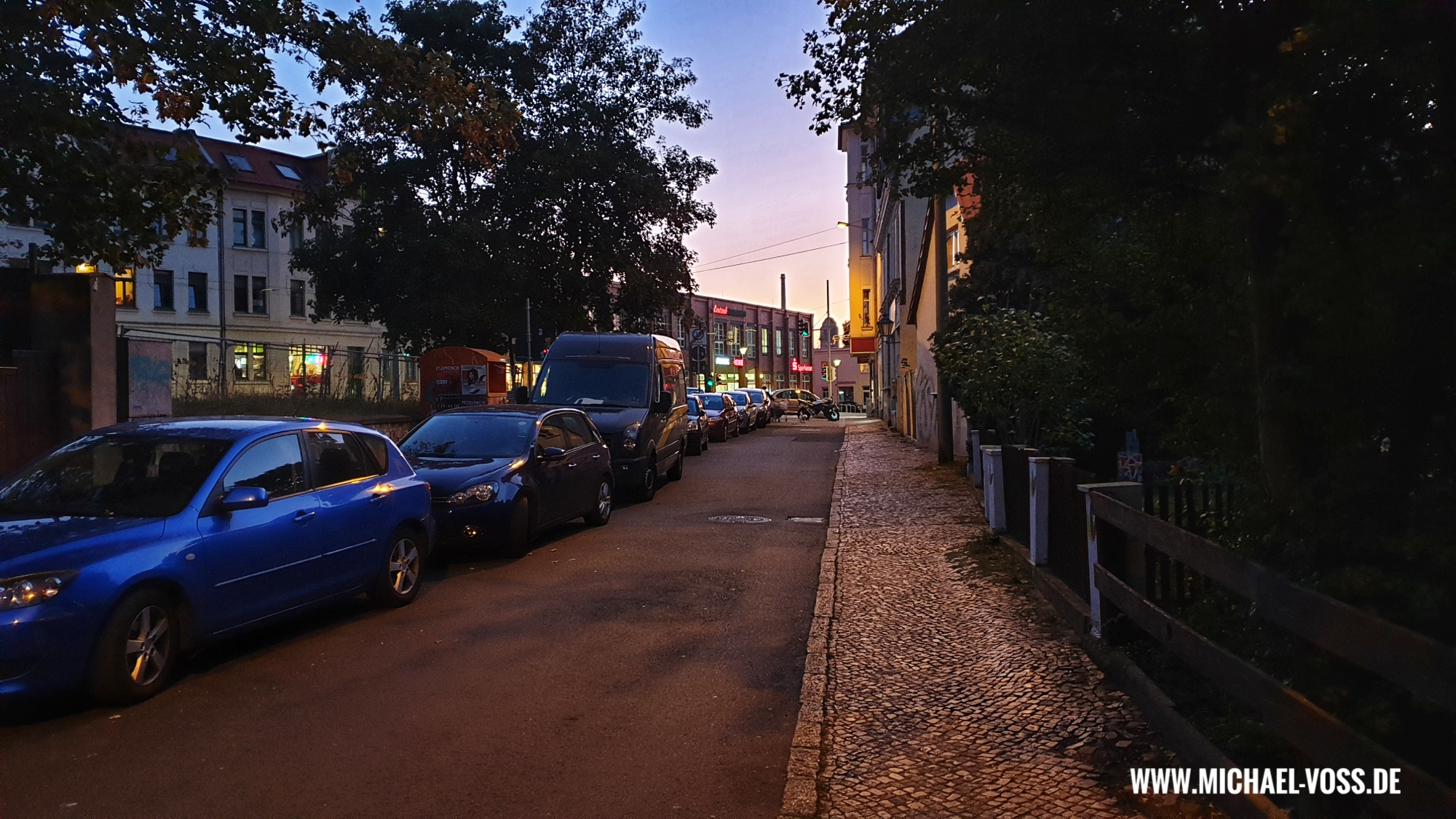 Abendstimmung am Ende der William-Zipperer-Straße in Leipzig
